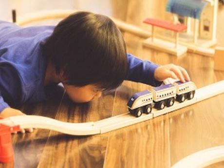 たくさんの鉄道模型やジオラマに囲まれたお店でお仕事鉄道が大好きな人もちょっと興味がある人もぜひ!